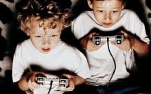Vício-Adolescente e Criança Que Passa Muito Tempo em Videogame.