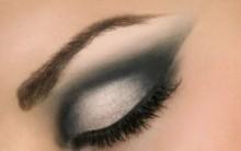 Como Deixar os Olhos Esfumaçados – Passo a Passo