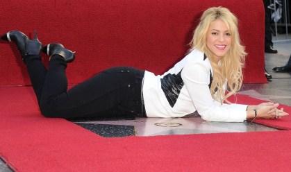 Shakira é Homenageada Com Estrela na Calçada da Fama – Fotos