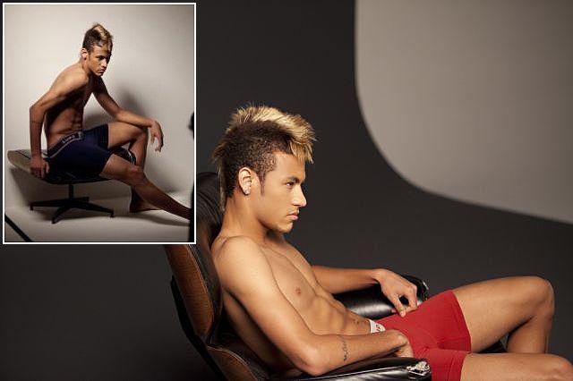 Jogador Neymar em Campanha publicitária de Cueca- Fotos
