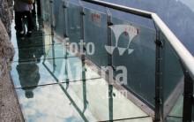 Passarela de Vidro em  Penhasco da China – Fotos