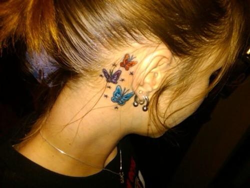 Tatuagem atrás da orelhas – Fotos
