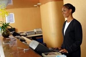 Curso-Recepcionista-Gratuito-de-Hotel-300x200