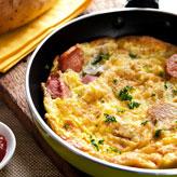 02. Omelete de Salsicha com Queijo e Salsa