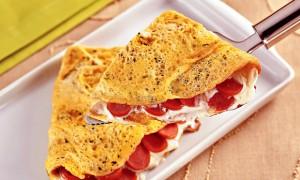 03. Omelete de Salsicha com Queijo e Salsa