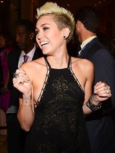 Sucessos de Miley Cyrus – Sua Carreira, Informações, Criticas (4)
