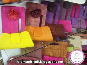 carteiras de mão coloridas