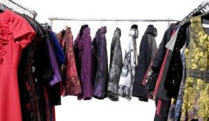 roupas no inverno em local arejado