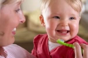 aescovacao-dos-primeiros-dentes-do-bebe