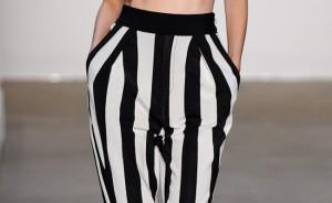 preto-e-branco-na-calca-listrada-classico-e-ousado