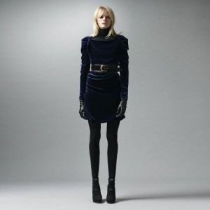 vestido-de-veludo-com-cintura-marcada