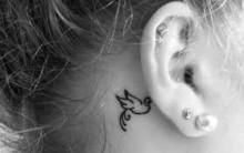 Tatuagens Femininas  Atrás da Orelha – Ver Modelos Lista das Mais Buscadas e Seus Significados