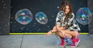 Neo-Selena-Gomez-Bubbles-630x326