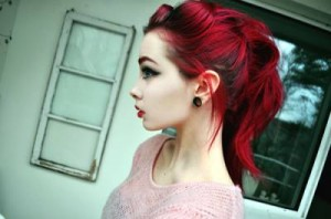 maquiagem-preta-para-cabelos-vermelhos