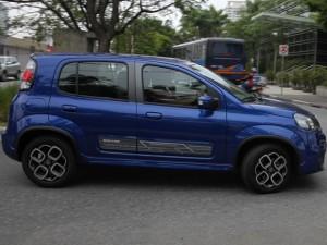 Novo carro Fiat Uno Sporting Dualogic 2015