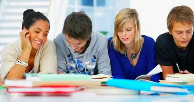 Pessoas-estudando