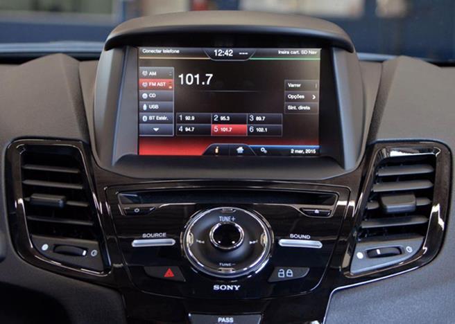 New-Fiesta-Sedan-2016-04